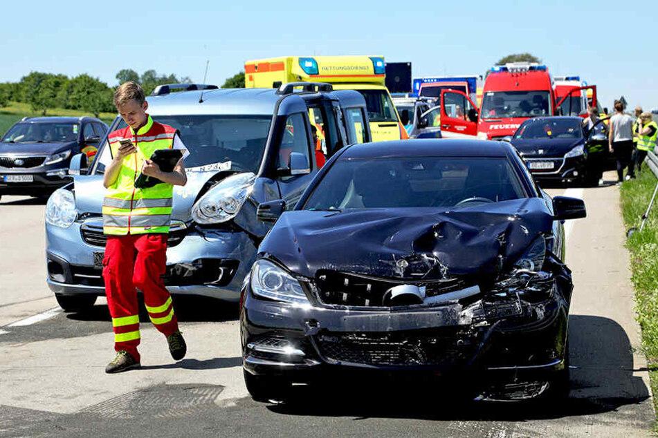 Gleich vier Autos krachten gestern auf der Autobahn 4 ineinander.