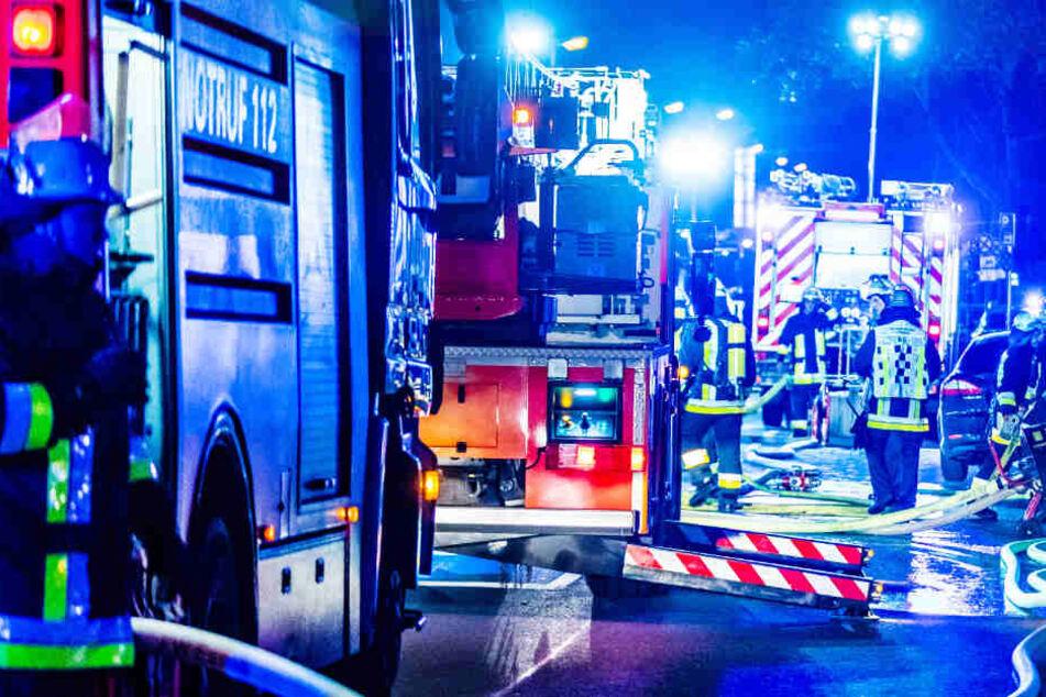 Die Feuerwehrleute konnten den Brand im Altenheim schnell unter Kontrolle bringen (Symbolbild).