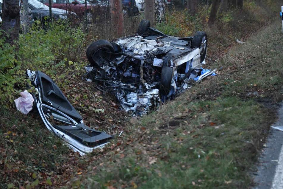 Aus diesem Auto konnte ein Ehepaar nur noch Tod geborgen werden.