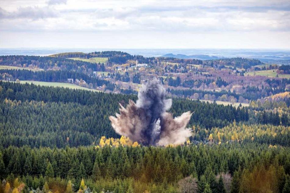 Meterhoch stieg der Rauch über dem Erzgebirge auf. Es wird nicht die letzte  Sprengung hier gewesen sein.