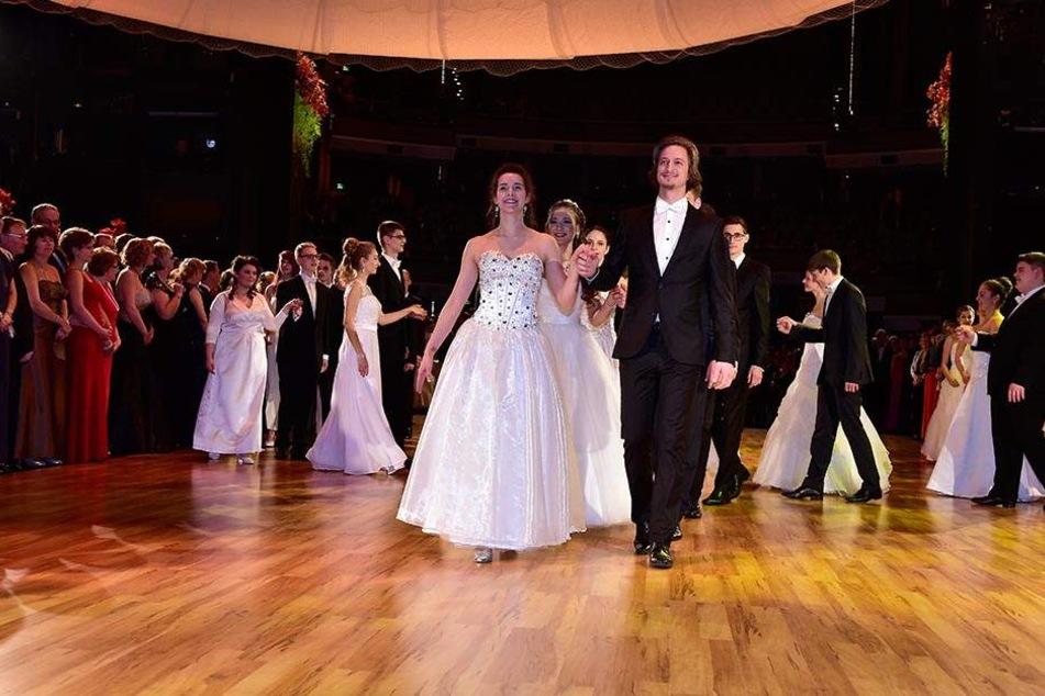 Insgesamt 22 Debütantenpaare sucht die Tanzschule Köhler-Schimmel für den  Ball.