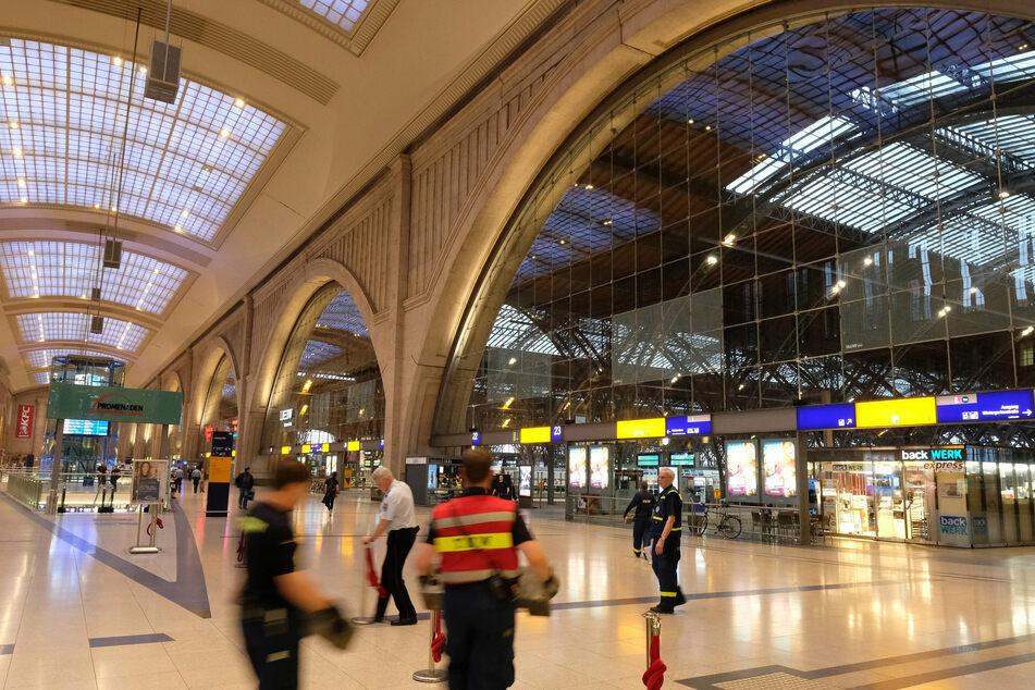 An öffentlichen Plätzen gilt in Leipzig ab sofort die Maskenpflicht.