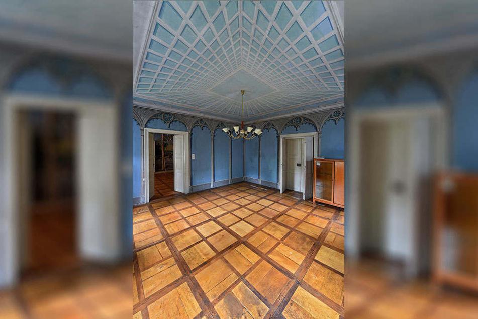 Dieser dritte Saal beeindruckt durch seine Illusionsmalereien an der Decke und an den Wänden.