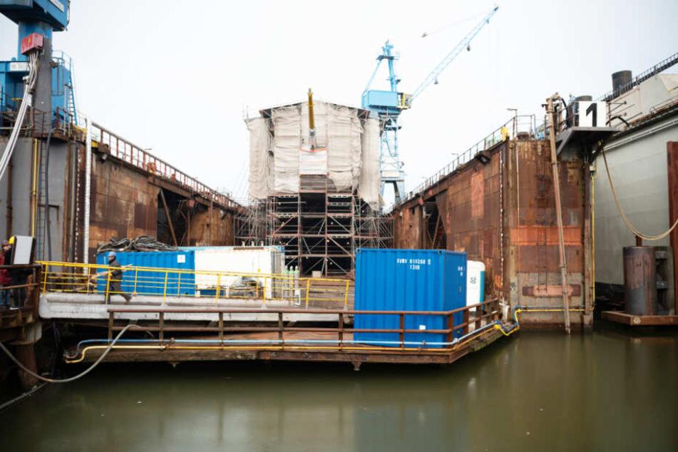 """Die """"Gorch Fock"""" liegt seit geraumer Zeit auf dem Doch der Elsflether Werft."""