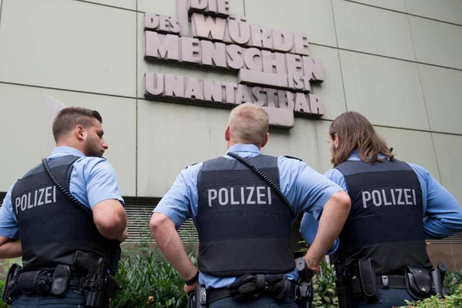 Mit Urteil nicht einverstanden: Offenbacher (57) schlägt zehn Scheiben des OLG Frankfurt ein