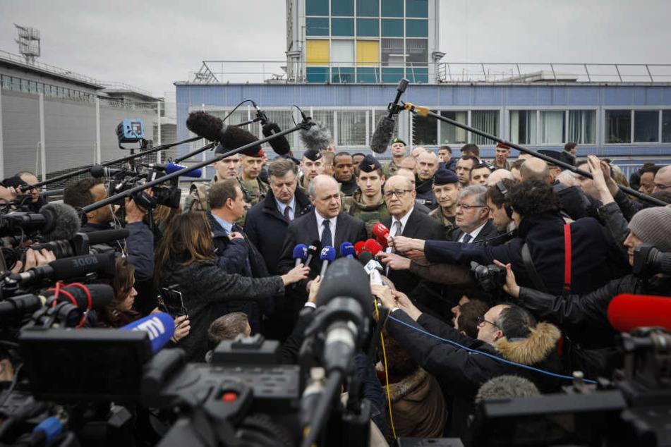 In einer Pressekonferenz am Samstagnachmittag beantworteten Regierungsvertreter die Fragen der Journalisten.
