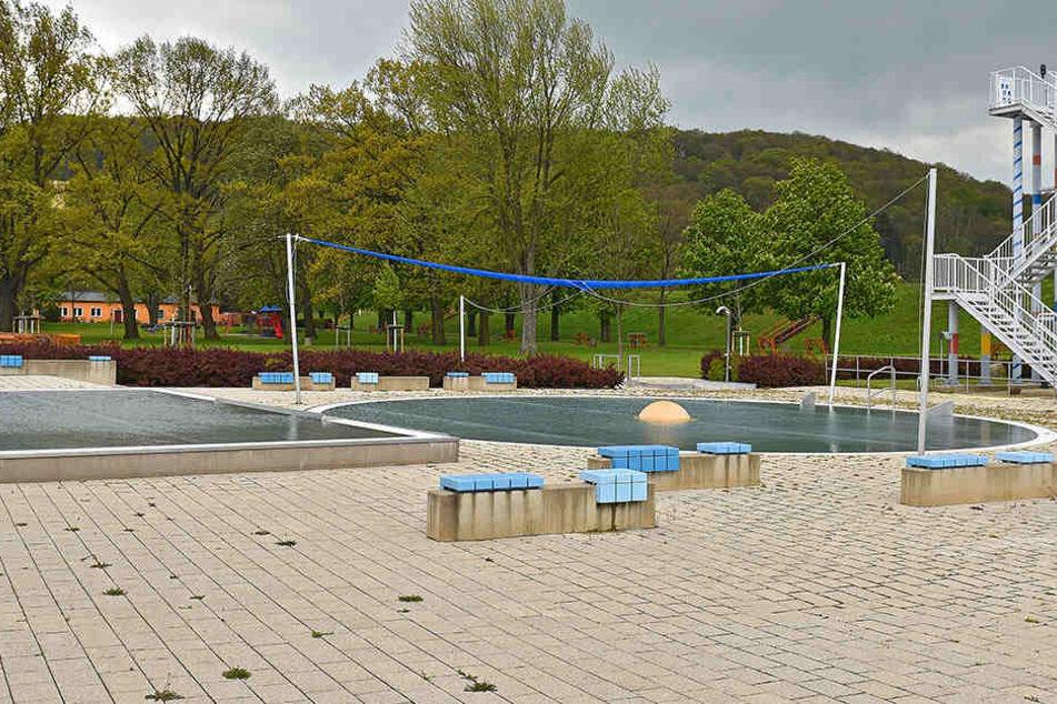 Ein vierjähriges Kind ertrank in einem Becken von 1,35 Metern Wassertiefe (Symbolbild).