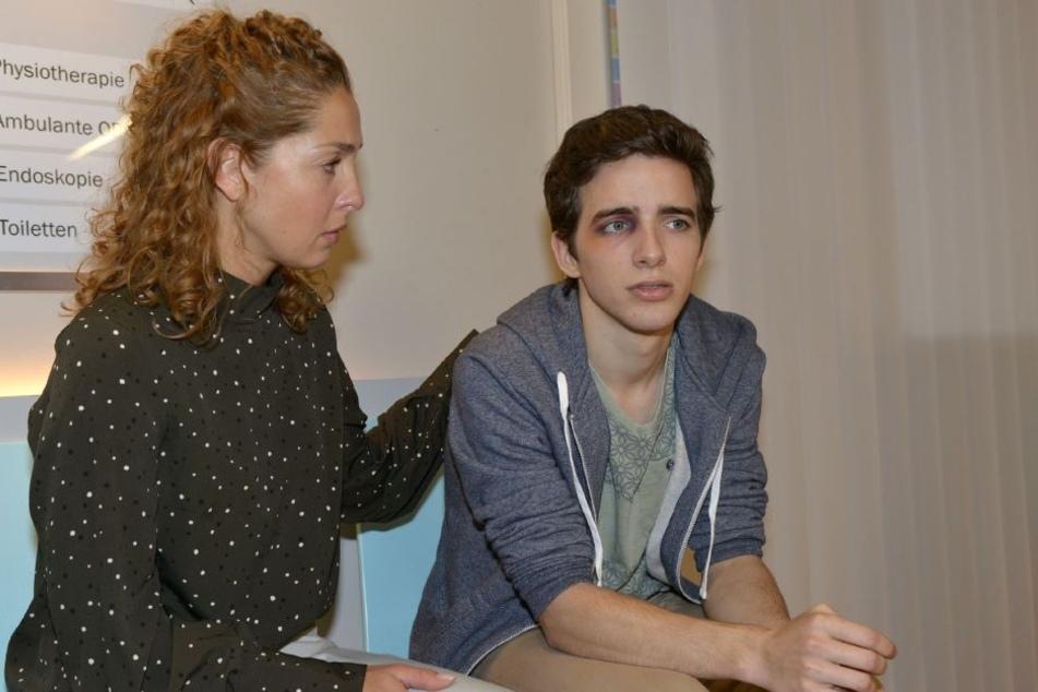 Nina (Maria Wedig) und Sohn Luis (Maximilian Braun) haben endlich Ruhe vor dem tyrannischen Martin.