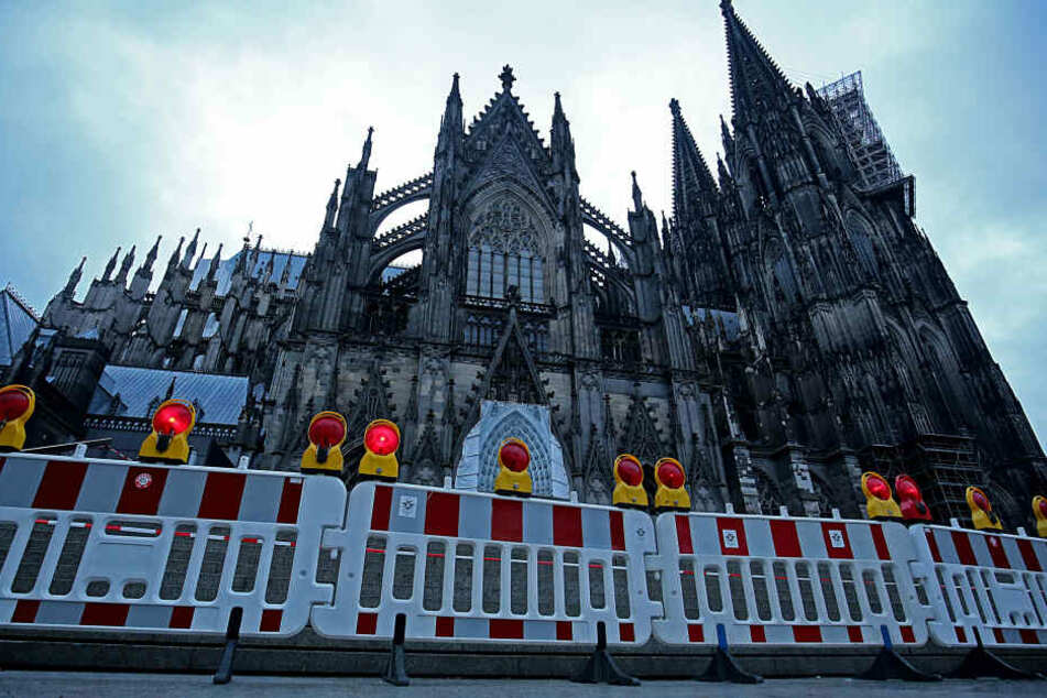 Sturmschäden am Kölner Dom: Bereich auf Domplatte bleibt gesperrt