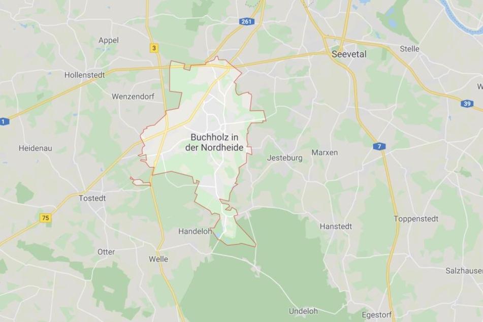 An der Autobahn 7 Hamburg-Hannover hat sich ein Mann nach Polizeiangaben in einem Gebäude verschanzt.