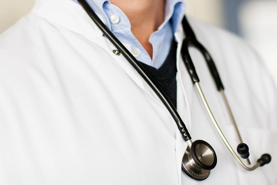 Dienstag beginnt der Prozess: Hat ein 37-jähriger Arzt seine Patientin vergewaltigt? (Symbolbild)
