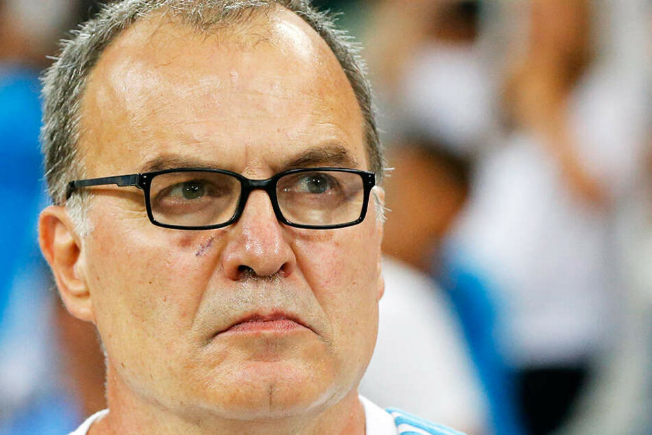 Leeds-Coach Marcelo Bielsa gab zu, einen Spion auf das Trainingsgelände seines Gegners geschickt zu haben.