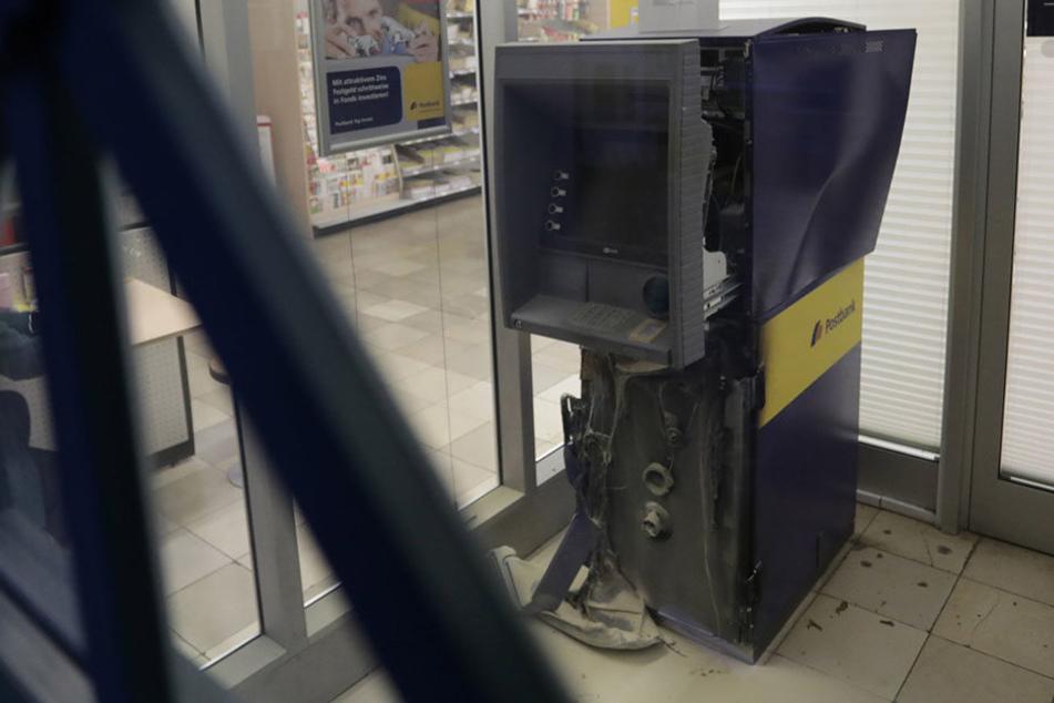 Großer Schaden für Nichts: der gesprengte Geldautomat in Berlin-Friedenau.
