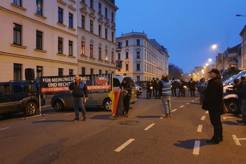 """In der Brandstraße war eine Demo mit dem Titel """"Abschaltung von 'Indymedia.org' jetzt! im Gange."""