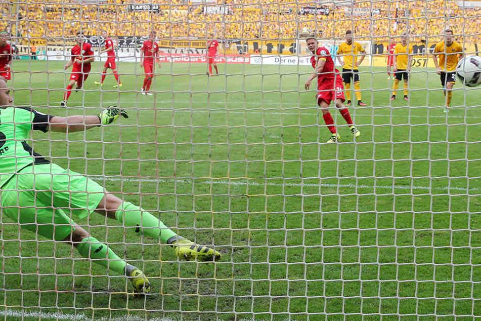 Kurz vor der Pause markierte Kaiser per Elfmeter das 2:0 für den Bundesligisten.