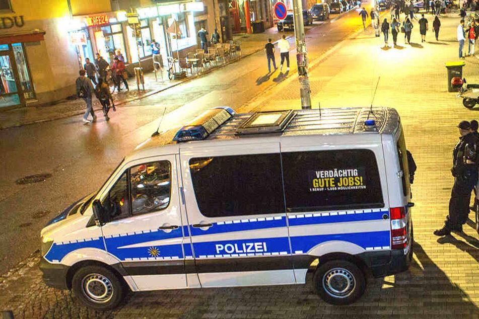 Ein 29-Jähriger wurde in der Dresdner Neustadt überfallen.
