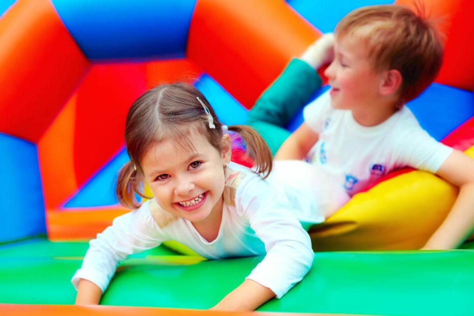 Drei Kinderprojekte werden mit den insgesamt 160.000 Euro unterstützt.