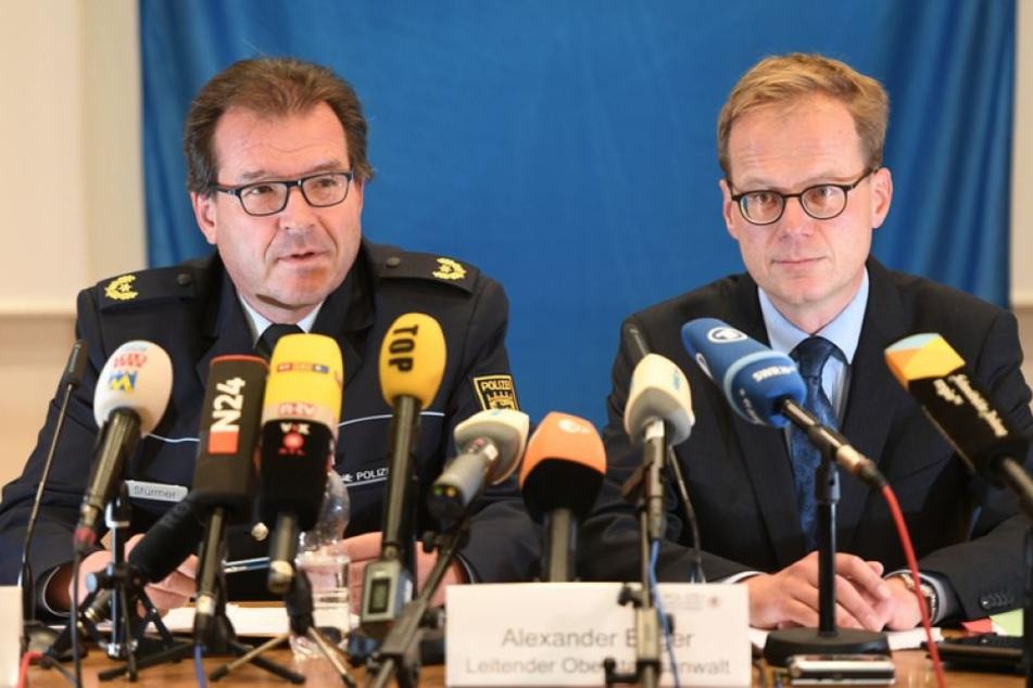 Polizeivizepräsident Uwe Stürmer und Oberstaatsanwalt Alexander Boger informierten am Samstag über die Lebensmittel-Erpressung.