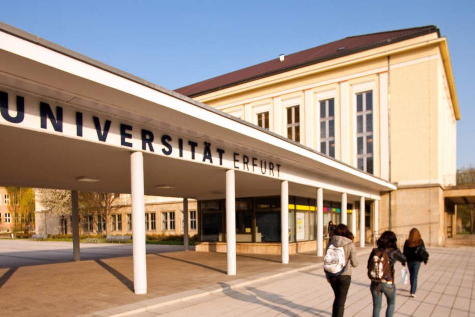 An dieser Universität soll der Professor seit längerer Zeit den Studentinnen unmoralische Angebote gemacht haben.