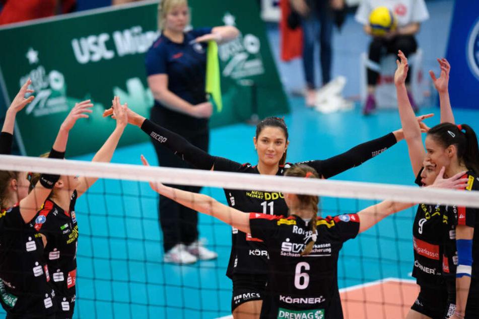 Der DSC jubelt in Münster, mit der Nr. 11 Topscorerin Milica Kubura.