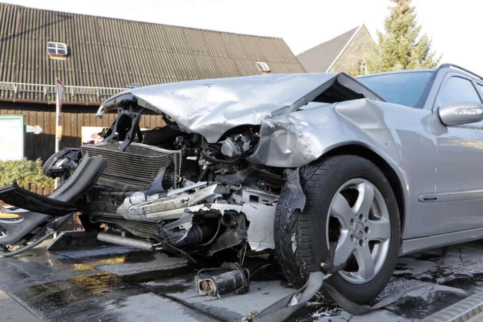 Heftiger Frontal-Crash in Chemnitz: Zwei Verletzte