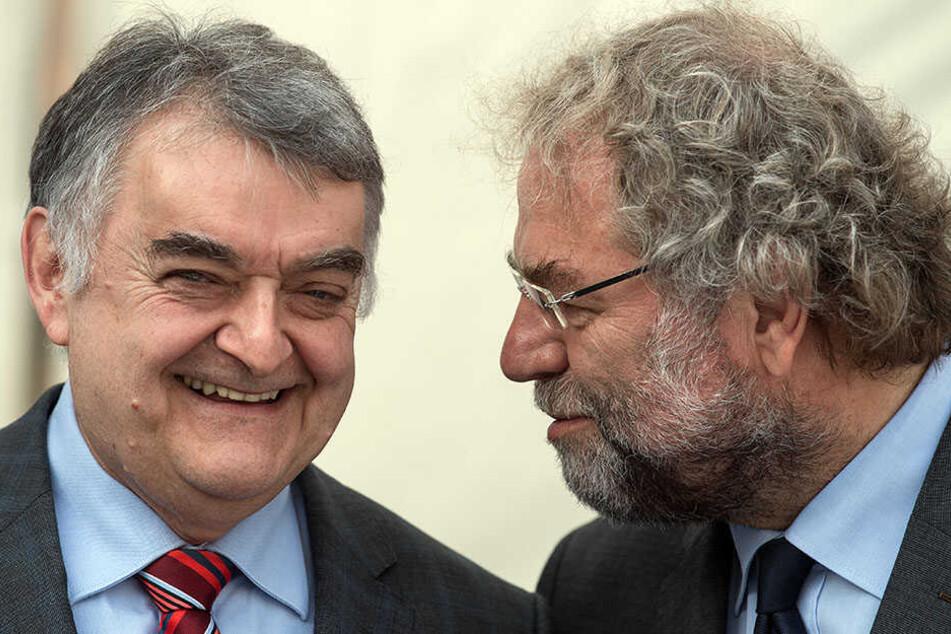 """NRW-Innenminister Reul (links) und Polizeipräsident Wesseler haben den Exzessen den Kampf angesagt. """"Autobahnen sind keine Festsäle."""""""