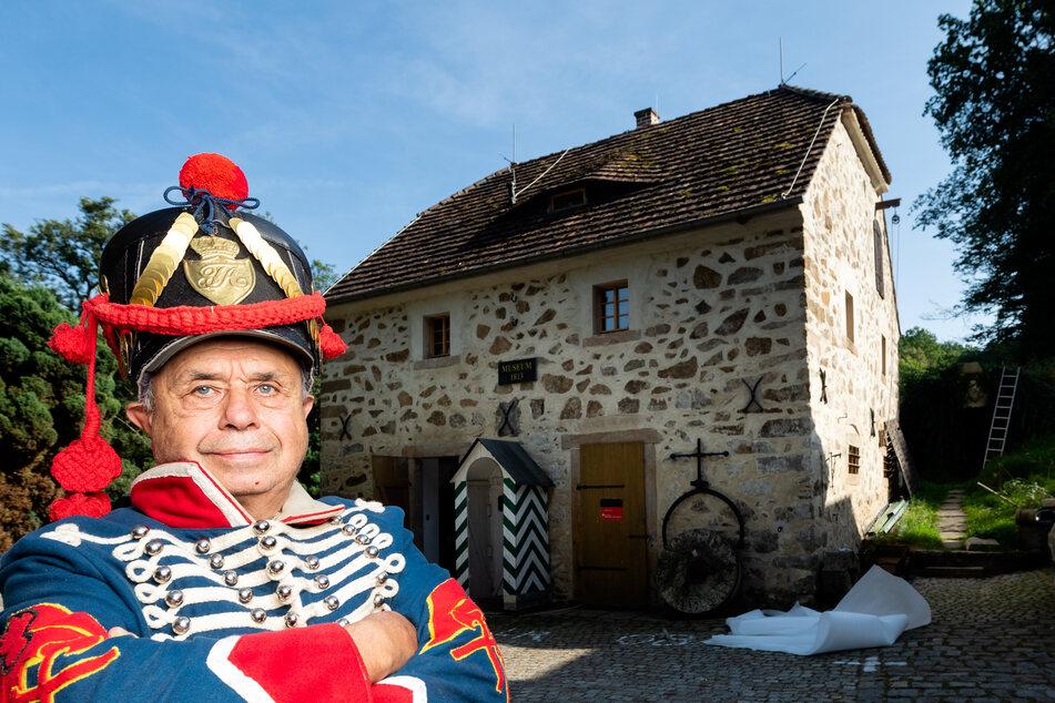 In Löbau wird am Wochenende ein Napoleonmuseum eröffnet. Chef Bernd Engelmann (70) vor dem Haus.