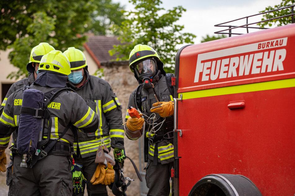 Feuerwehrleute sicherten die Einsatzstelle ab.