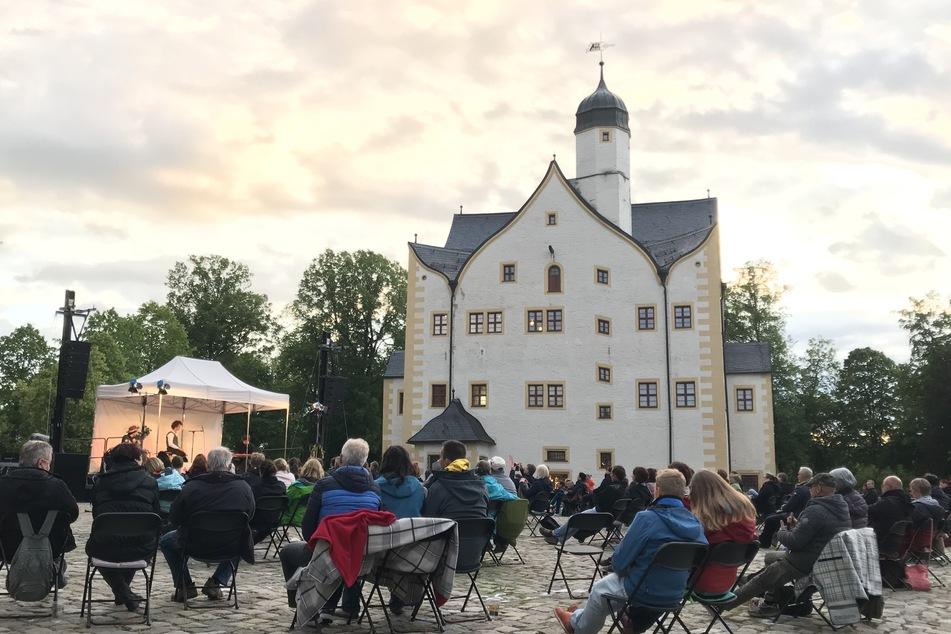 Am Donnerstag fand am Wasserschloss Klaffenbach erstmals wieder ein Konzert statt.