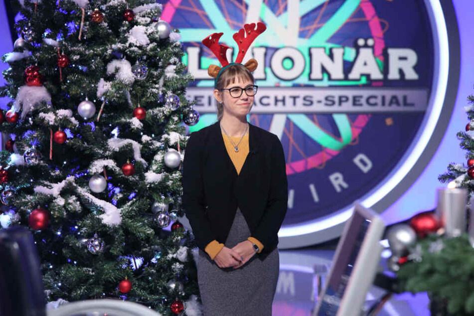 """Festlich """"geschmückt"""" sammelte Jennifer Lausen durchaus Sympathiepunkte. Die Striezelmarkt-Frage warf sie dennoch fast aus dem Rennen."""
