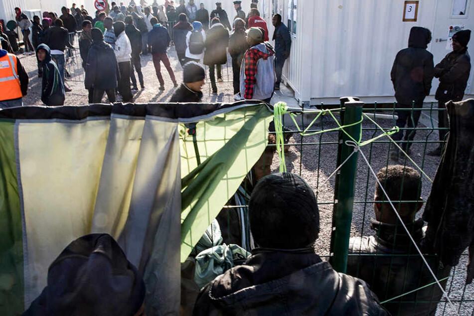 Angespannte Stimmung vor der morgigen Räumung in Calais.