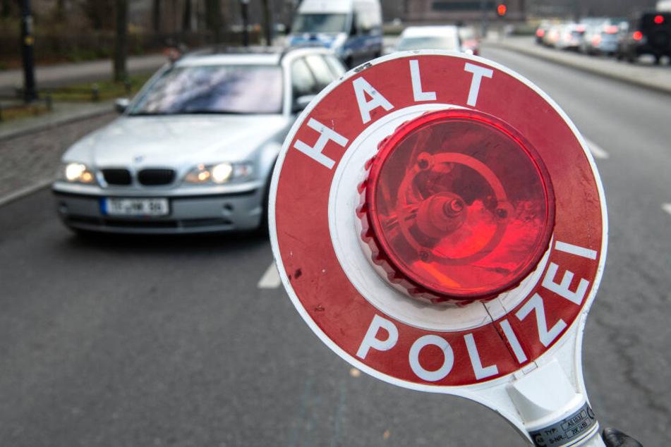 Falscher Polizist klaut Auto und baut dann schweren Unfall: Er ist erst 16