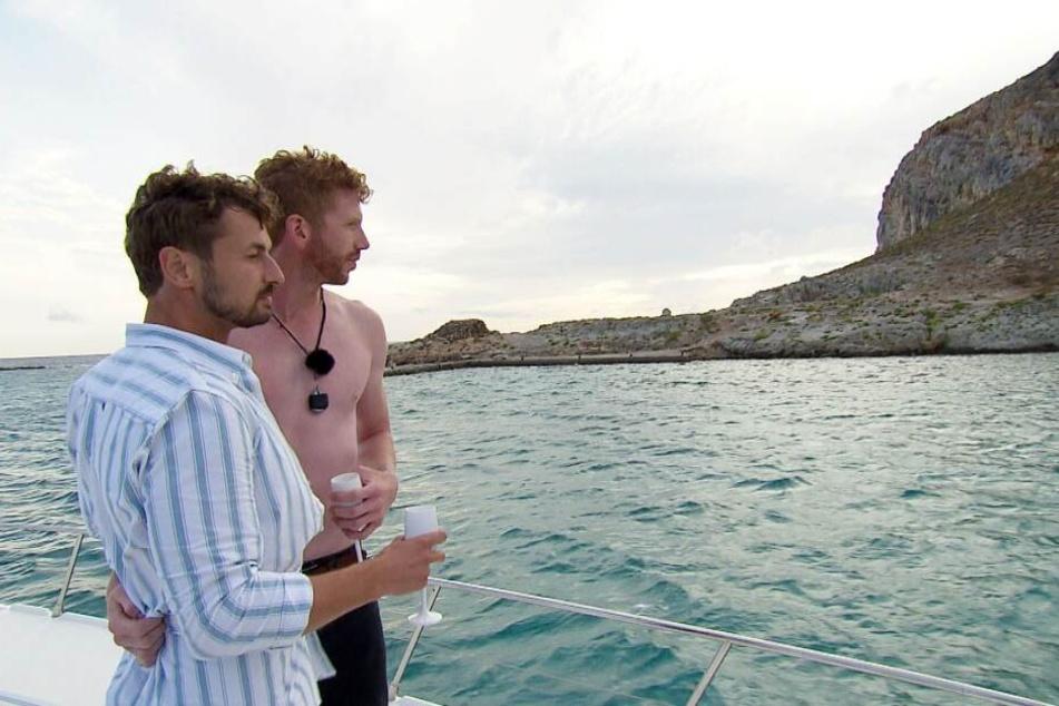 Das erste Date hatte Nicolas (l.) mit dem rothaarigen Lars auf hoher See.
