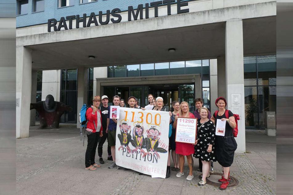 Die Berliner Politik muss sich nun mit dem umstrittenen Vergabeverfahren auseinandersetzen.