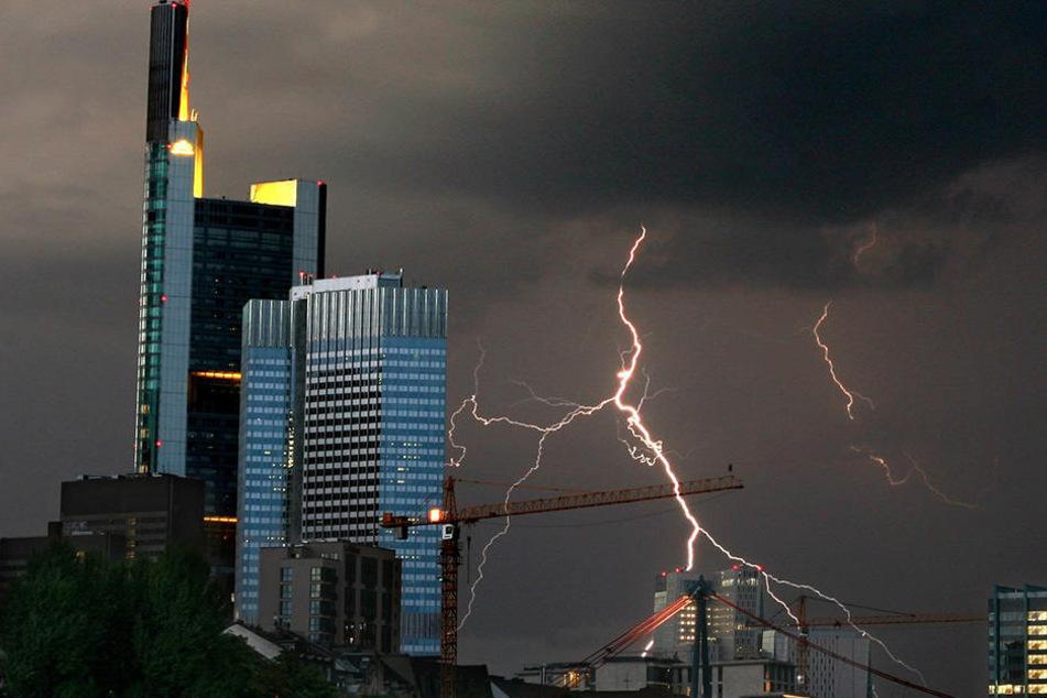 Der Deutsche Wetterdienst sagt Gewitter und Sturm für Hessen voraus. (Symbolbild)