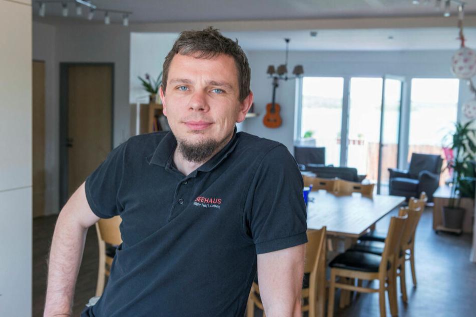 Franz Steinert (35) ist einer der Hausväter im Seehaus. Er lebt mit seiner Frau Stefanie (34) und drei Kindern unter einem Dach mit den Verurteilten.