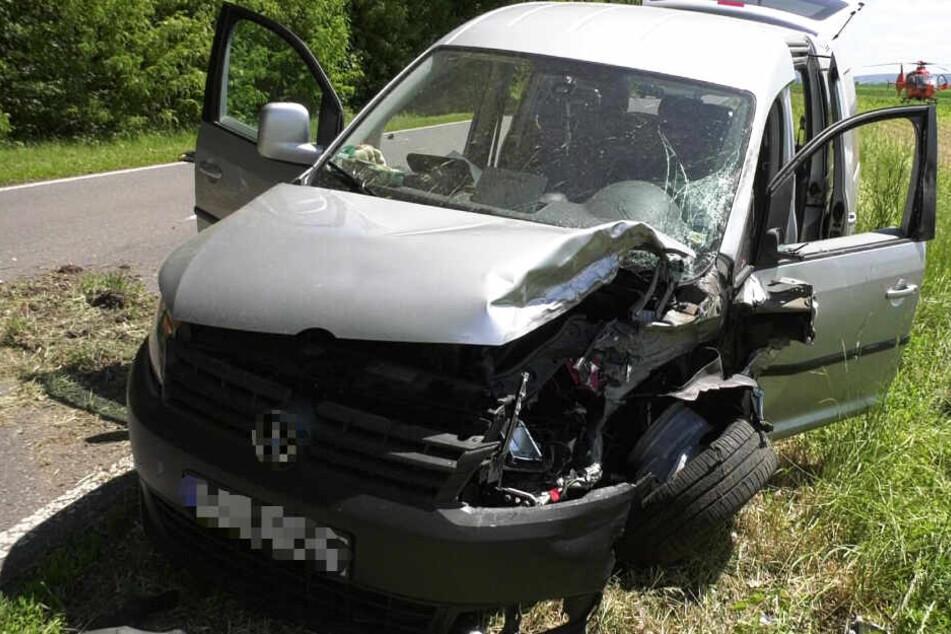 Der am Unfall beteiligte VW wurde ebenfalls schwer beschädigt.