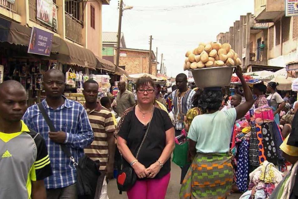 Und plötzlich stand Elvira allein da, ohne Geld und Mann in Ghana.
