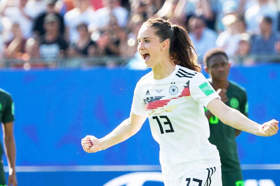 Sara Däbritz jubelt über ihren Treffer zum 2:0.