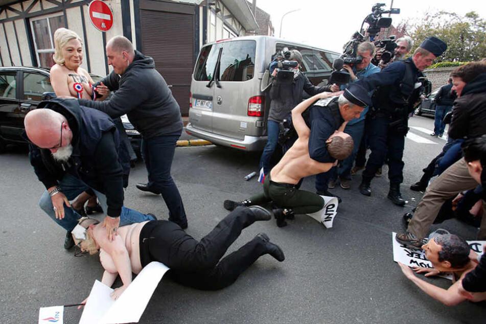 Der Protest der Frauen wurde mit aller Macht niedergekämpft.