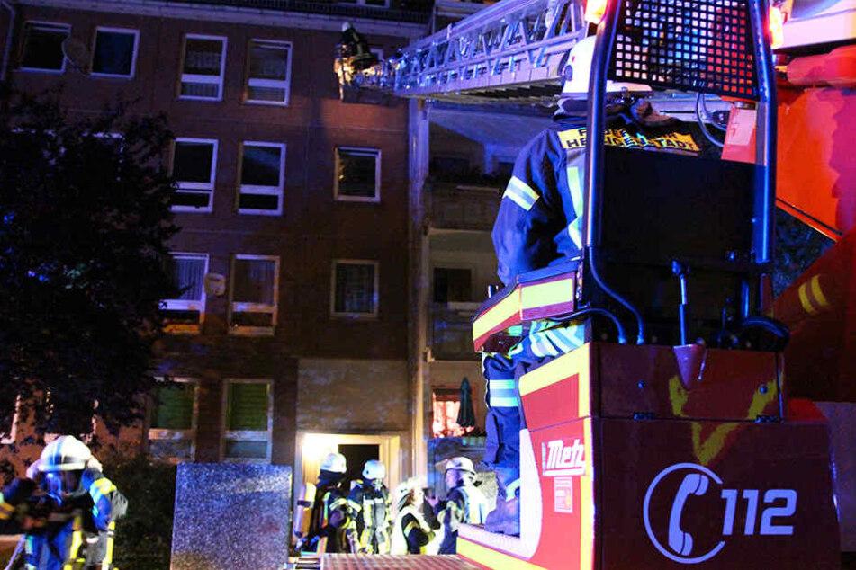 Feuerwehr muss Anwohner nach Kellerbrand evakuieren