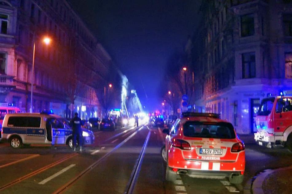 Mehrfach sollen eine 23-jährige Frau und ihr Partner (32) im Bereich der Eisenbahnstraße gezündelt haben. Jetzt wurde Anklage erhoben. (Archivbild)