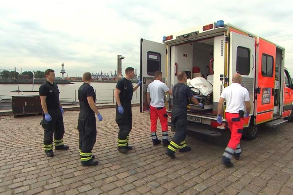 Mit einem Rettungswagen wurde die tote Frau abtransportiert.
