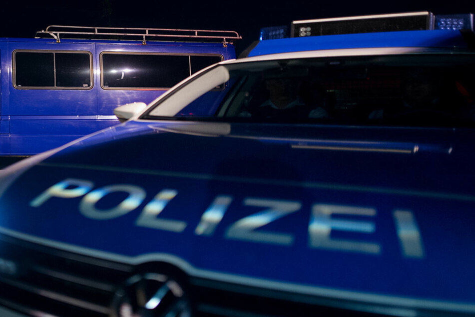 Der 67-Jährige ortete sein gestohlenes Handy und führte die Polizei damit zu zwei mutmaßlichen Einbrechern (Symbolbild).