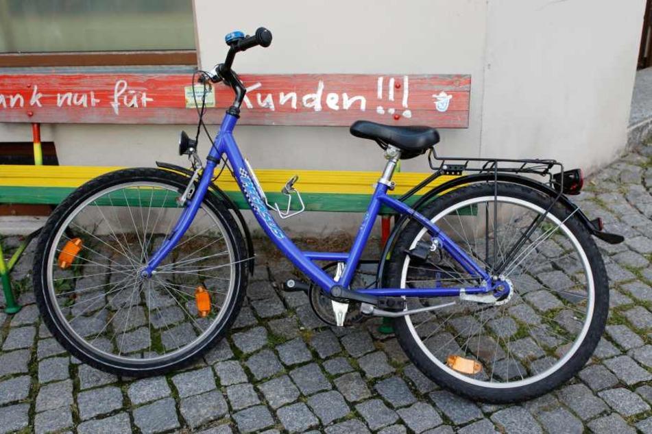Das Mädchen war mit dem Fahrrad in Chemnitz unterwegs.