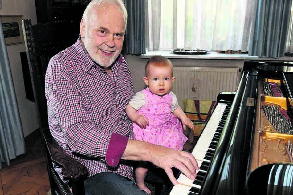 """Für seine Enkelin stimmt der Opernsänger gerne mal """"Alle meine Entchen"""" an."""