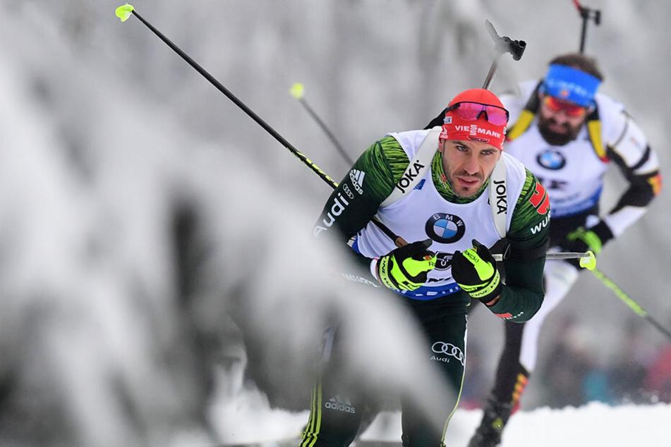 Michael Rösch beim Weltcup-Sprint in Oberhof hinter Arnd Peiffer .