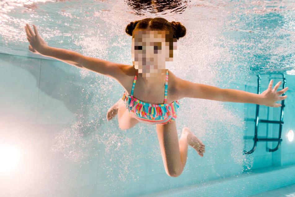 Das Mädchen wurde von einem Rohr angesaugt und konnte sich nicht mehr befreien. (Symbolbild)