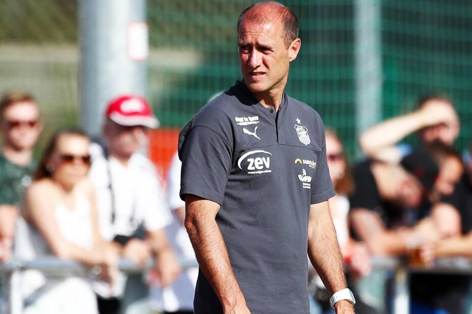 FSV-Coach Joe Enochs ist von den Bedingungen und der Herzlichkeit in Thurm begeistert.