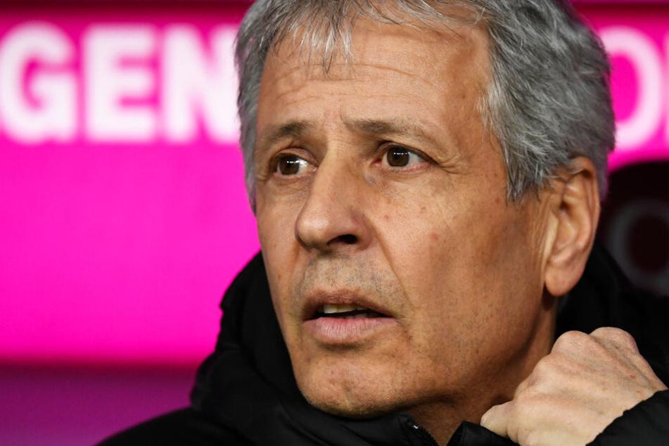 Coach Lucien Favre wurde mit seinem BVB nach drei Siegen in Folge vom FC Bayern München wieder auf den Boden der Tatsachen zurückgeholt.